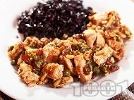 Рецепта Пуешко месо със стафиди, каперси и кедрови ядки